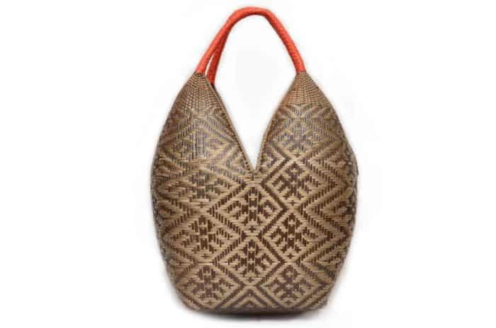 main product image of an Extra Large Cuatro Tetas basket in Brown Spider Pattern with Golden Orange Handles. Hand woven by the Eperaara Siapidaara community from chocolatillo y paja tetera natural fibers in Guapi, Cauca - Colombia
