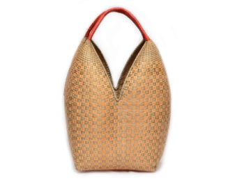 main product image of an Extra Large Decorative Basket (Cuatro Tetas) in Tan and Green Button Pattern (u Parapau k'a) and Orange Handles. Hand woven by the Eperaara Siapidaara community from chocolatillo y paja tetera natural fibers in Guapi, Cauca - Colombia