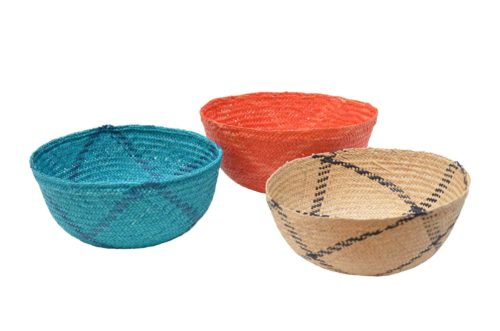 Kiskadee Design Main Image of a three Small decorative iraca bowls by the artisans in Sandona Narino Colombia