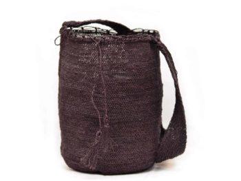 Picture of a black fique cross-body bag woven by Kankuamo tribe in the Sierra Nevada de Santa Marta - Colombia