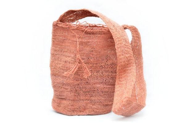 Picture of a colombian pink fique mochila bag woven by Kankuamo women in the Sierra Nevada de Santa Marta