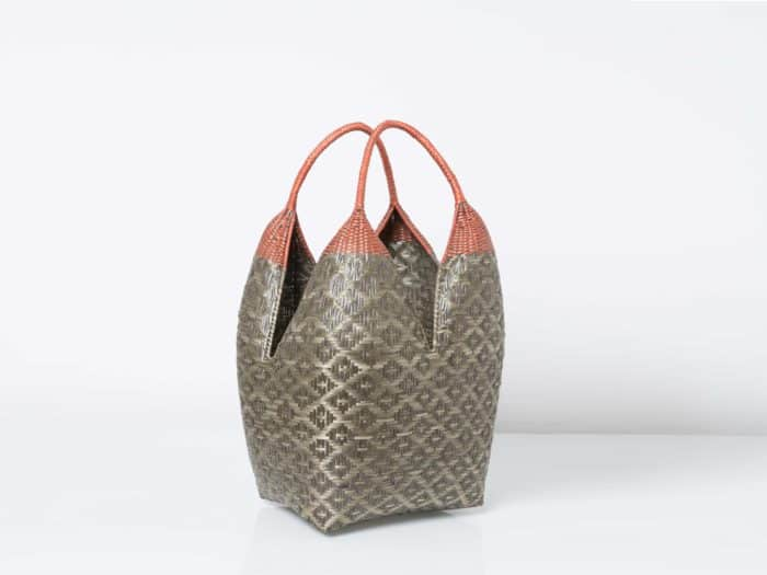 Kiskadee Design Catalogue Image of a Grey and Black Shrimp Eyes Pattern with Marron Handles 27 inches High Cuatro Tetas Basket in Guapi Cauca Colombia