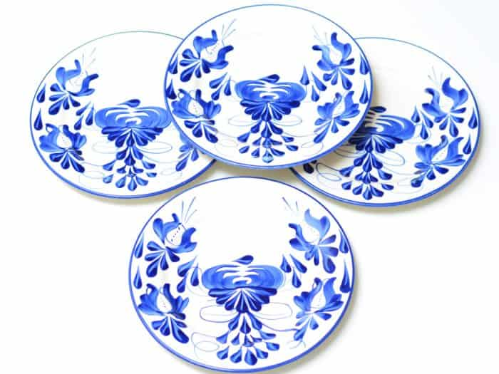 Main product picture of a set of 4 handpainted ceramic plates from El Carmen de Viboral, Colombia by Kiskadee Design