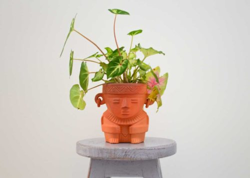 Kiskadee Design Catalogue Image of a Made in Raquira Sitting shaman plant pot Natural clay, made in Colombia