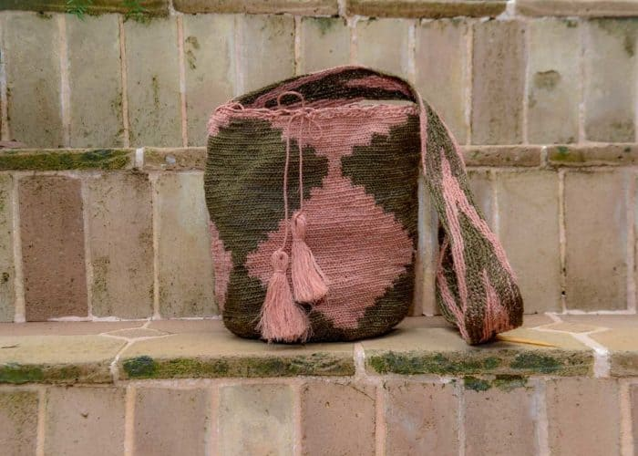 BAG005 Easy boho bag, made by the Kankuamo indigenous tribe Green and Pink shoulder bag Front View Image