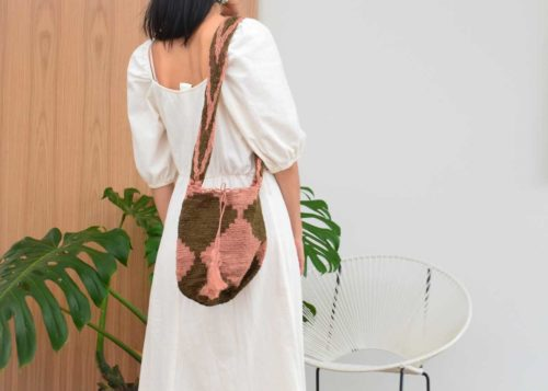 Kiskadee Design Catalogue Image of a Easy boho bag, made by the Kankuamo indigenous tribe Green and Pink shoulder bag handmadein Colombia with natural fique fibers