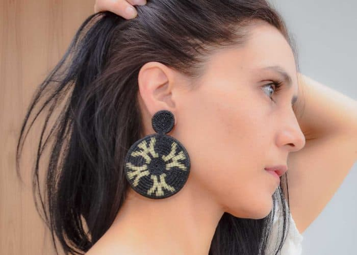 Kiskadee Design Catalogue Image of a Beautiful accessories made by members of the Wounaan Indigenous tribe Werregue double circle earring, black handmadein Colombia with natural Werregue fibers
