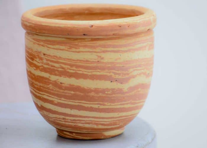 Kiskadee Design Close Up Image of a Made in Raquira Sunset swirl pot set Natural clay, made in Colombia