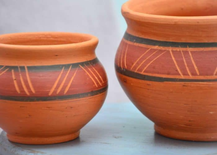 Kiskadee Design Close Up Image of a Made in Raquira Round Muisca pot set Natural clay, made in Colombia
