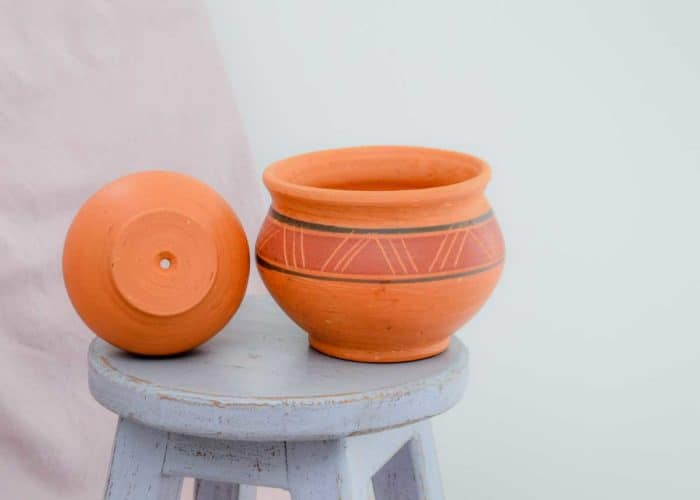 Kiskadee Design Side View Image of a Made in Raquira Round Muisca pot set Natural clay, made in Colombia