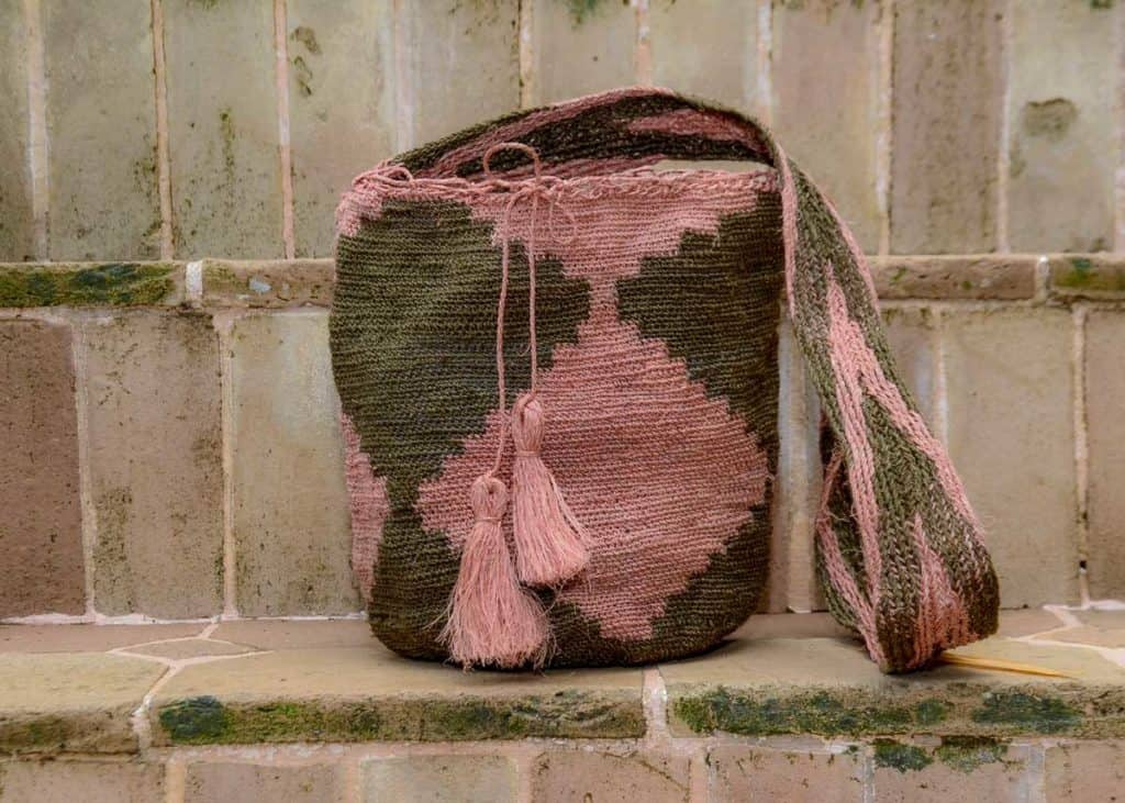 BAG005 Easy boho bag, made by the Kankuamo indigenous tribe Green and Pink and green shoulder bag Front View Image