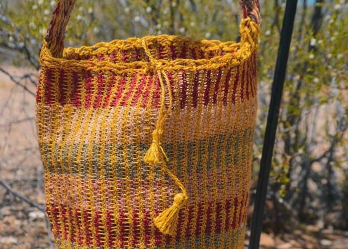 Kiskadee Design Close Up Image of a Made by women from the Kankuamo tribe in the Sierra Nevada de Santa Marta - Colombia Handwoven Kankuamo Fique Mochila - MOJAO handmade woven shoulder bag in colorful pattern