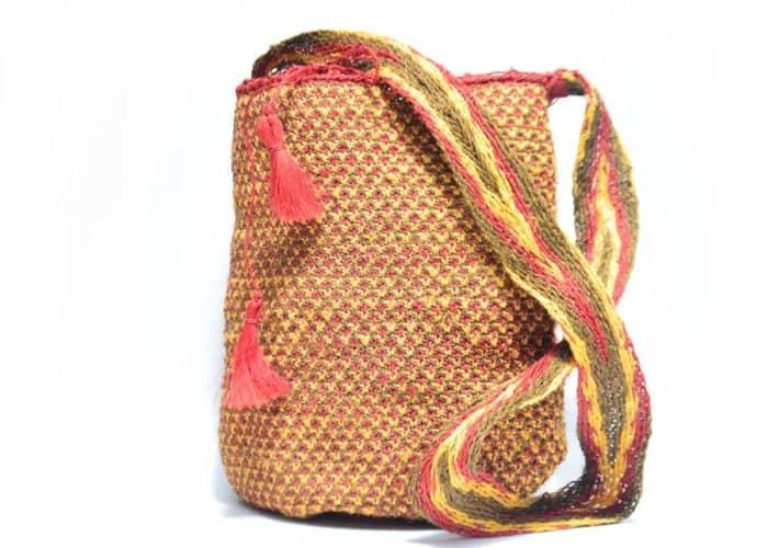 Kiskadee Design Catalogue Image of a Made by women from the Kankuamo tribe in the Sierra Nevada de Santa Marta - Colombia Handwoven Kankuamo Fique Mochila - RAMALITO handmade woven shoulder bag in colorful pattern - 2